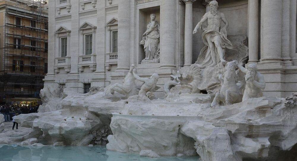 Aşk Çeşmesi olarak da bilinen Trevi Çeşmesi (Fontana di Trevi)