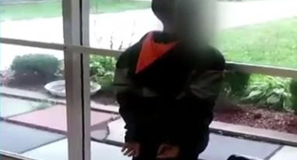 ABD polisinden 7 yaşındaki çocuğa ters kelepçe