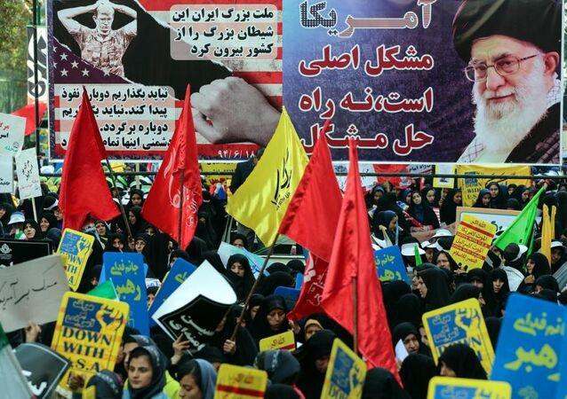 İran'da ABD Büyükelçiliğinin üniversite öğrencileri tarafından kuşatılmasının 36. Yıl dönümünde başkent Tahran'da düzenlenen gösteride, binlerce kişi ABD'yi ve İsrail'i protesto etti.
