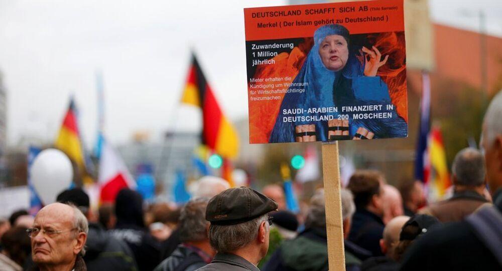 Almanya'nın başkenti Berlin'de göçmen karşıtı AfD Partisinin düzenlediği yürüyüşte binlerce kişi katıldı.