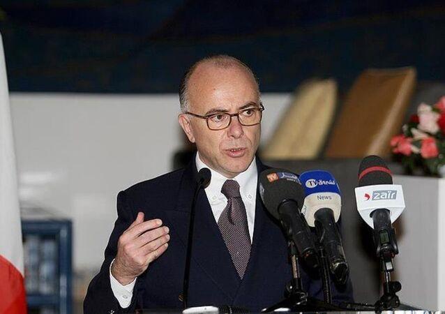 Fransa İçişleri Bakanı Bernard Cazeneuve