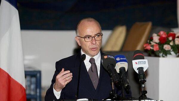 Fransa İçişleri Bakanı Bernard Cazeneuve - Sputnik Türkiye