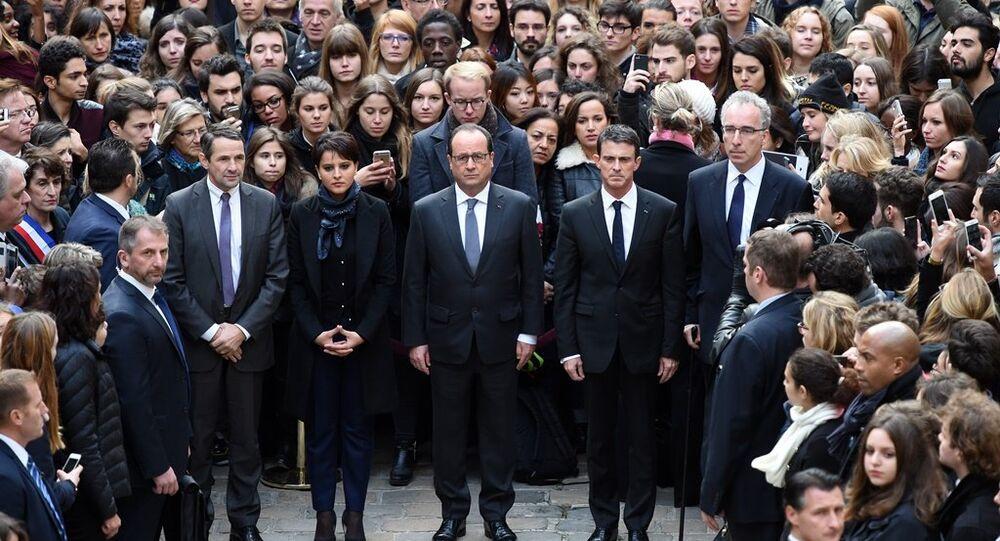 Cumhurbaşkanı Hollande ve Başbakan Valls, Sorbonne Üniversitesi düzenlenen bir dakikalık sessizlik eylemine katıldı.
