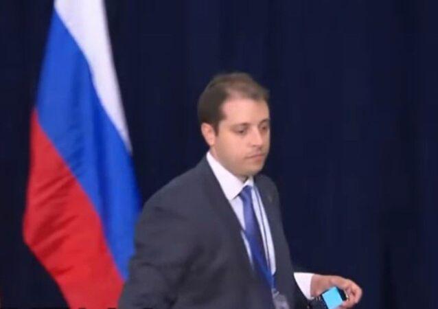Putin ve Obama görüşmesindeki 'acemi ajan' Duncan Teater