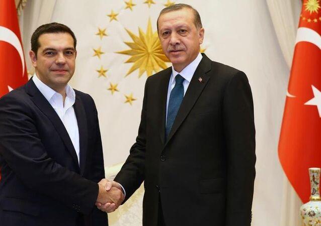 Cumhurbaşkanı Recep Tayyip Erdoğan, Yunanistan Başbakanı Aleksis Çipras'ı Cumhurbaşkanlığı Külliyesi'nde kabul etti.