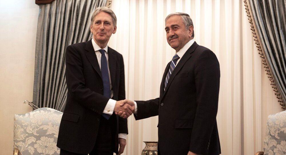 KKTC Cumhurbaşkanı Mustafa Akıncı - İngiltere Dışişleri Bakanı Philip Hammond