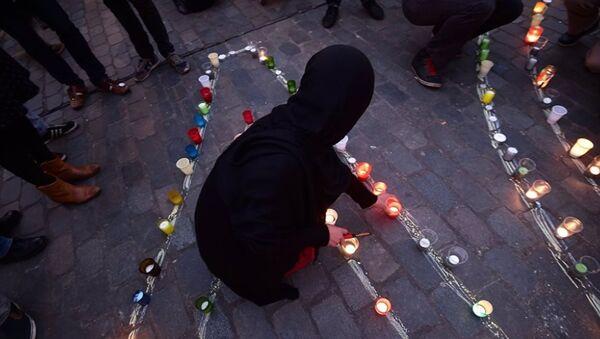 Paris'teki saldırılarda ölenler için Brüksel'de yapılan anma - Sputnik Türkiye