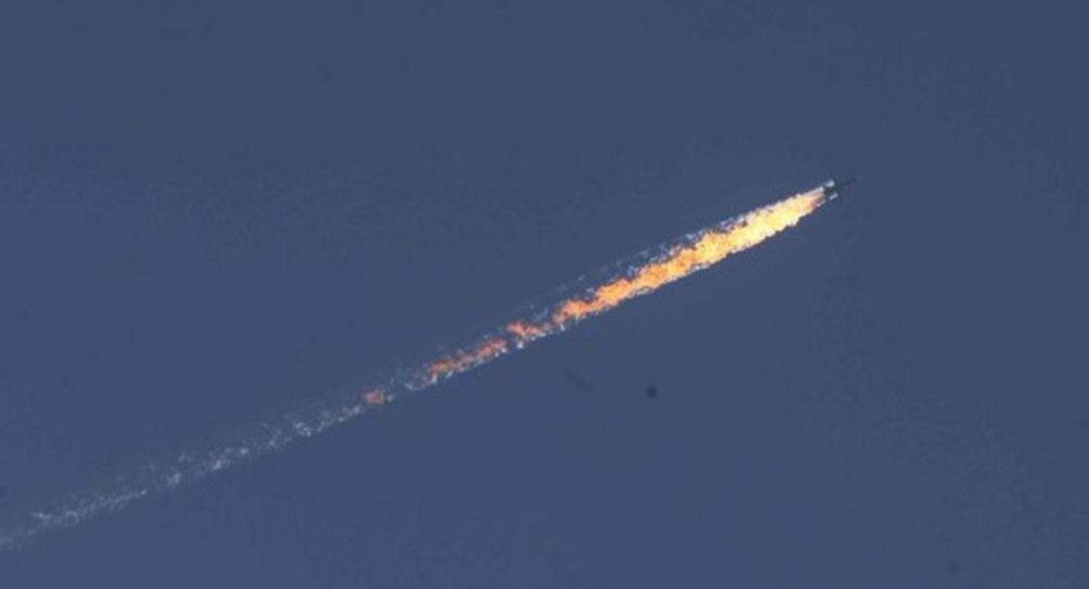 Türkiye-Suriye sınırında askeri uçak düştü