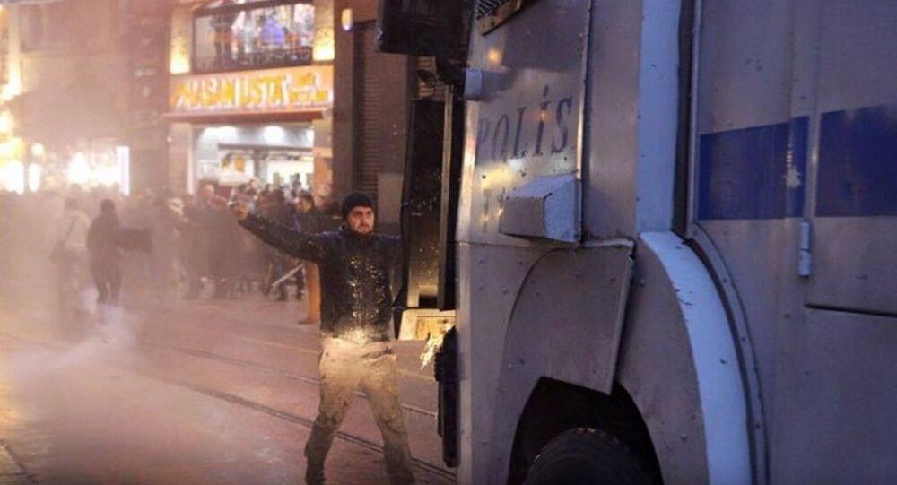 İstanbul'daki Tahir Elçi eylemine polis müdahalesi
