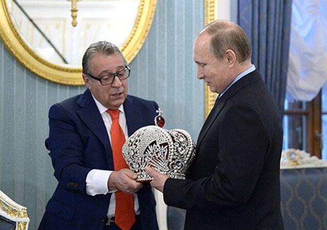 Putin imparatorluk tacını giymeyi reddetti