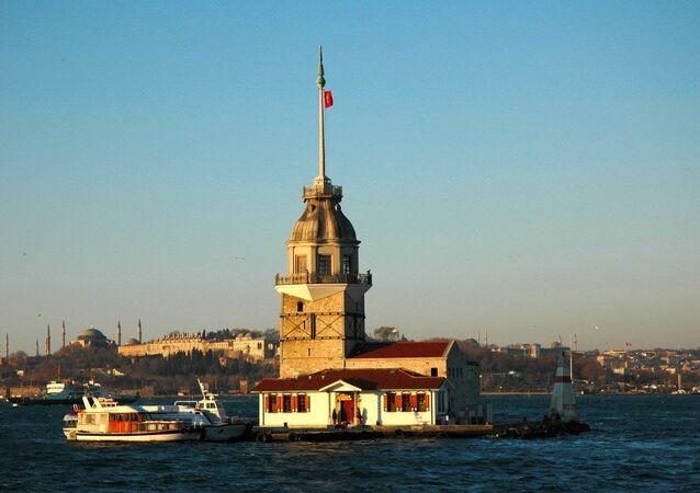 Yedi Tepeli Şehrin Beş Kulesi