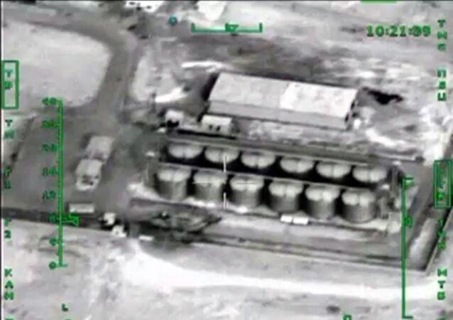 Нанесение авиаудара ВКС России по нефтехранилищам террористов в Сирии