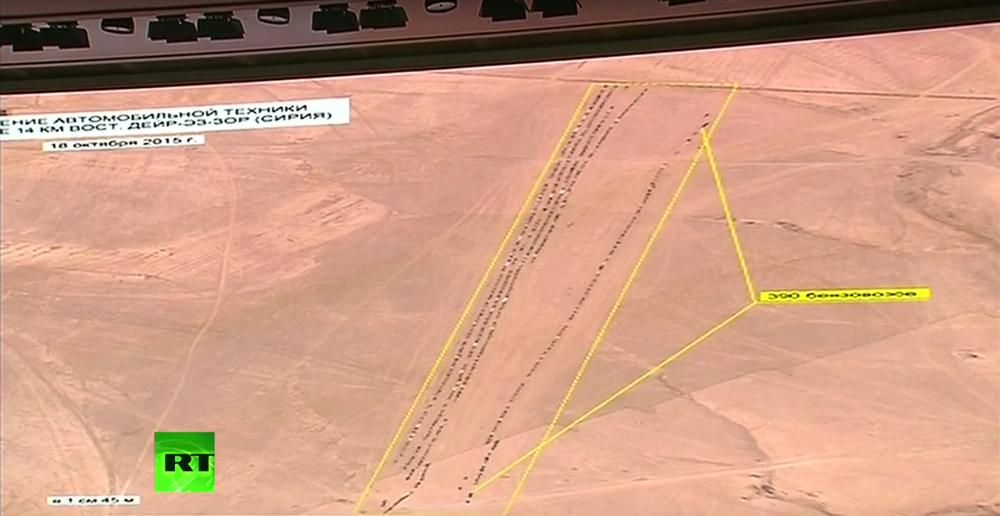 Uzaydan çekilen görüntülerde Suriye'nin Deyr ez-Zor bölgesinde bulunan  1722 petrol tankeri görülüyor.
