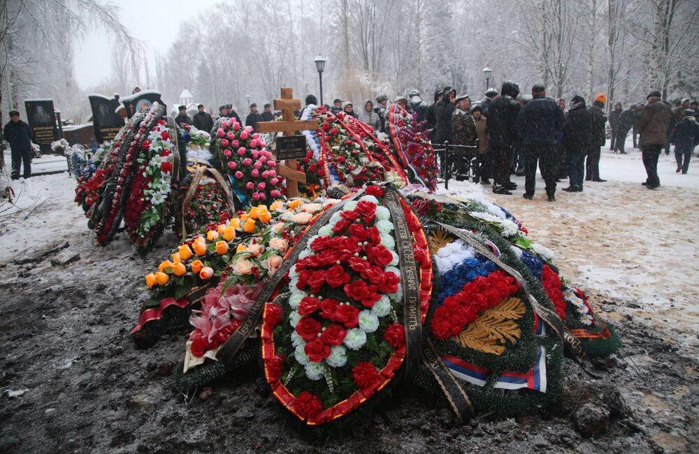 Oleg Peşkov'un mezarı
