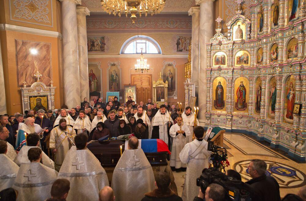 Peşkov için düzenlenen dini tören