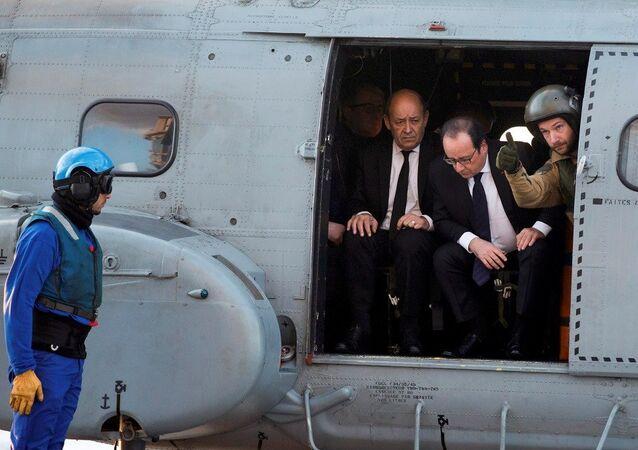 Fransa Cumhurbaşkanı François Hollande, Charles de Gaulle'ü ziyaret etti