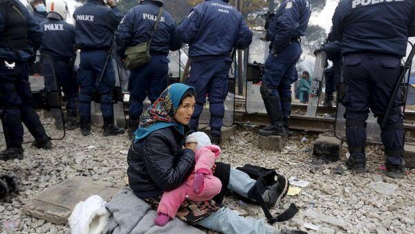 Yunanistan'ın Makedonya sınırındaki İdeomeni kasabasındaki sığınmacılar - Sputnik Türkiye