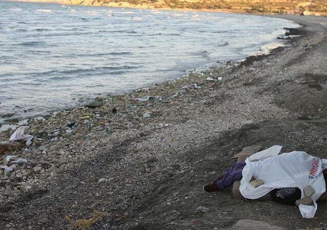 İzmir'de sahile vurmuş çocuk cesedi bulundu