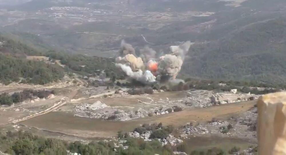 Rus jetleri Suriye'de cihatçıları böyle bombaladı