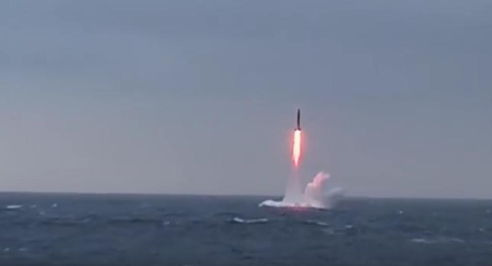 Rus ordusu ülkenin kuzeyinde Barents Denizi'nde Sineva tipi kıtalararası balistik füze denemesi yaptı.