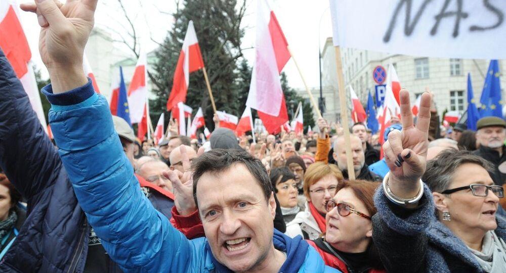 Polonya'da hükümet karşıtları sokağa döküldü