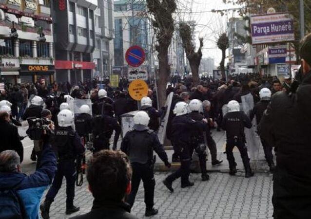 Van'daki HDP eylemine polis müdahalesi