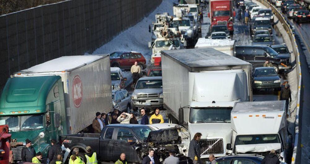Meksika'da inanılmaz kaza: 80 araç birbirine girdi
