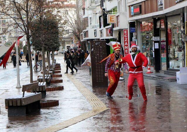 Bolu'da BBP'lilerden 'Noel Baba' piyesli yılbaşı protestosu
