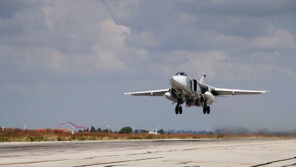 Hmeymim Hava Üssü'ndeki Rus jeti Su-24 - Sputnik Türkiye
