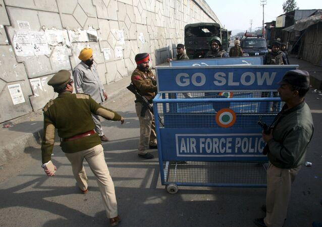 Hindistan'daki askeri üsse saldırı