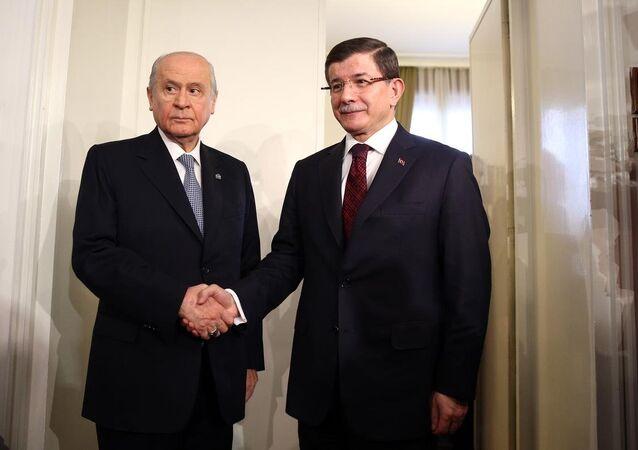 Başbakan Ahmet Davutoğlu, yeni anayasa, TBMM İçtüzüğü, bütçe ve reformlarla ilgili görüş alışverişinde bulunmak üzere MHP Genel Başkanı Devlet Bahçeli ile TBMM'de bir araya geldi.