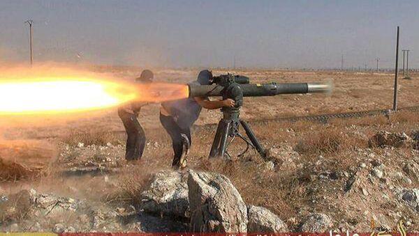 IŞİD üyeleri tanksavar füze ateşliyor. - Sputnik Türkiye