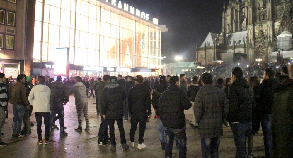 Çok sayıda kadın, Köln'deki yılbaşı kutlamalarında cinsel saldırıya uğradıklarını söyleyerek polise başvurdu