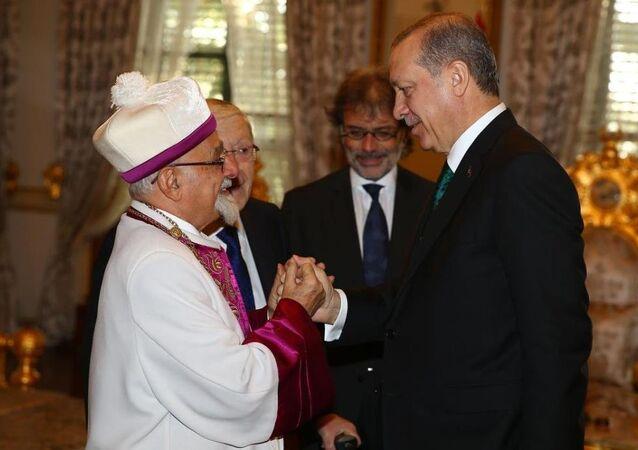 Cumhurbaşkanı Recep Tayyip Erdoğan, Türkiye Musevi cemaatinin temsilcilerini Mabeyn Köşkü'nde kabul etti.
