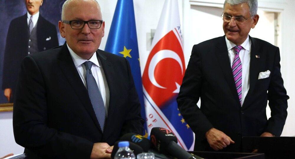 Avrupa Komisyonu Başkan Yardımcısı Frans Timmermans ve AB Bakanı Volkan Bozkır
