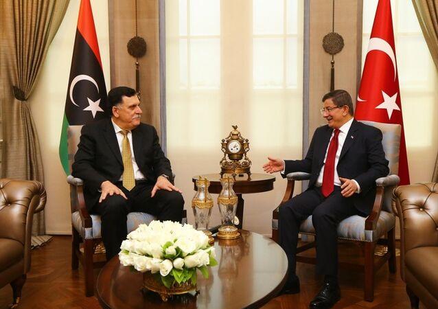 Başbakan Ahmet Davutoğlu, Çankaya Köşkü'nde, Libya Ulusal Birlik Hükümeti Başbakanı Fayez Al-Sarraj ile bir araya geldi.