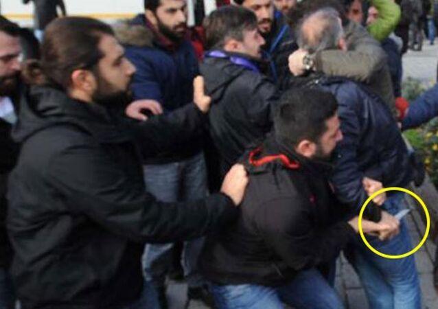 Sultanahmet'teki protestoya bıçaklı saldırı