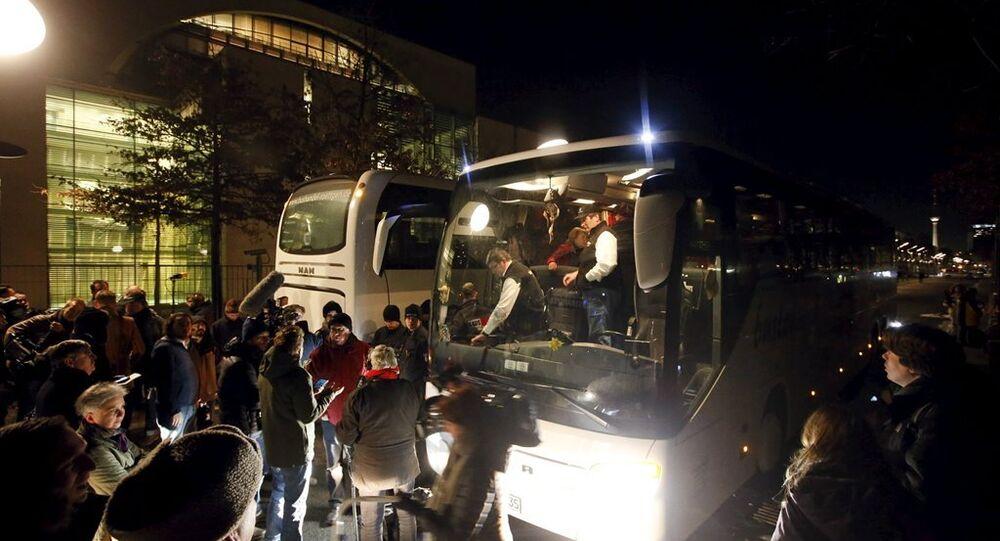 Merkel'e bir otobüs dolusu sığınmacı gönderildi