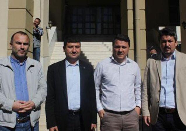 Gazetecilere, 'polisleri hedef göstermek'ten hapis