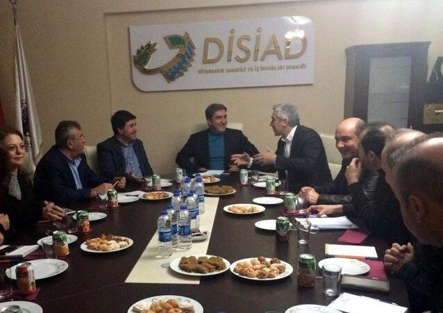 Diyarbakır Sanayici ve İşadamları Derneği'nin organizasyonunda AKP milletvekili Galip Ensarioğlu ile HDP milletvekili Altan Tan bir araya geldi.