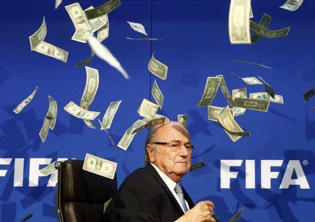 Blatter'a dolarlı protesto