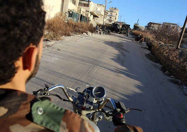 Motosikletli Suriye ordusu askeri