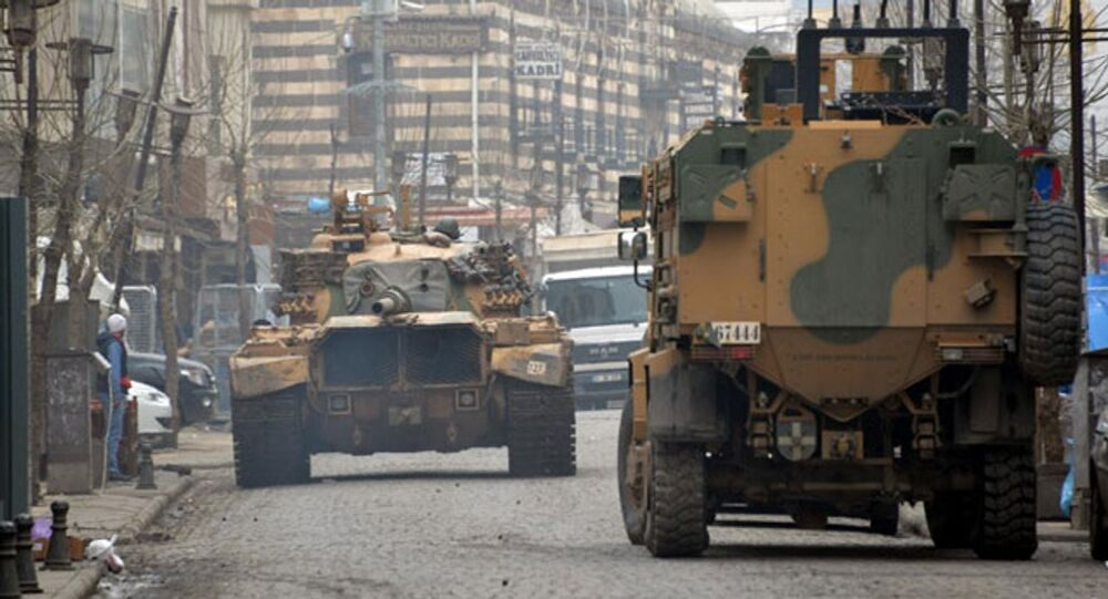Diyarbakır'ın merkez Sur ilçesine tanklar girdi.