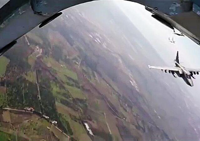 Suriye - Lazkiye'deki Hmeimim Hava Üssü'ndeki Rus Su-34 - MiG-29 jeti