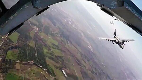 Suriye - Lazkiye'deki Hmeimim Hava Üssü'ndeki Rus Su-34 - MiG-29 jeti - Sputnik Türkiye