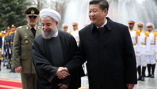 Çin Devlet Başkanı Şi Cinping ve İran Cumhurbaşkanı Hasan Ruhani - Sputnik Türkiye