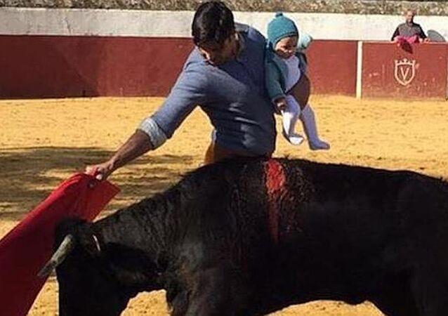 Matador Fransisco 'Fran' Rivera Ordóñez ve kızı