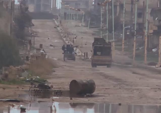 Suriye ordusu, ülkenin güneyindeki Dera bölgesinde bulunan Şeyh Miskin kentini, bir aydır devam eden kuşatmanın ardından ele geçirdi.
