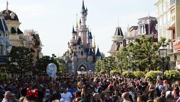 Paris'teki Disneyland'da silahlı bir kişi gözaltına alındı - Sputnik Türkiye