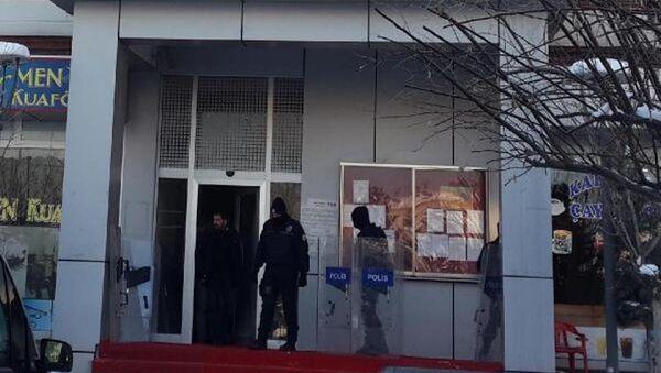 DBP'li başkan gözaltında kalp krizi geçirdi - Sputnik Türkiye